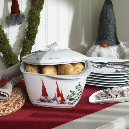 28cf7025 Til serveringen kan man også benytte sausenebb, terrin, ildfast form,  ovnsgryte med glasslokk, gratengform, kasserolle, kabarefat, ulike kakefat  og mye ...