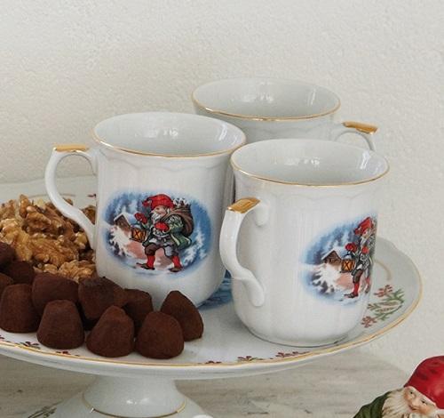 79a6b4d5 Juleservise «Gammeldags Jul» er nettopp illustrert med disse tradisjonelle  julemotivene, inspirert fra Skandinavisk juletradisjon.