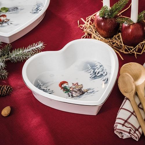 76cfdbfe Videre finner man hjerteformede fat og former, samt en egen hjerteformet  terrin. Nissens jul består av et bredt utvalg med ulike fat og  serveringsverktøy, ...